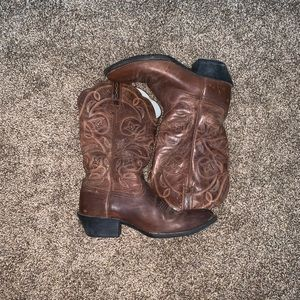 Authentic Ariat cowboy boots